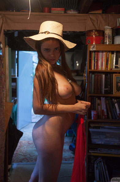 Chesty Erotic Teen Babe In A Hat